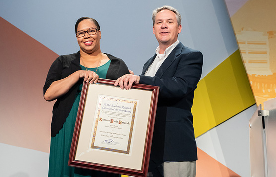 Kaetrena Davis Kendrick, 2019 ACRL Academic/Research Librarian of the Year, accepting her award at the ACRL 2019 Conference.